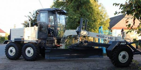 Modern motor grader acquired at the expense of infrastructure subvention in Shatska AH