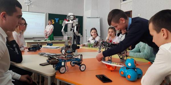 In the Mostivska AH children construct and program robots