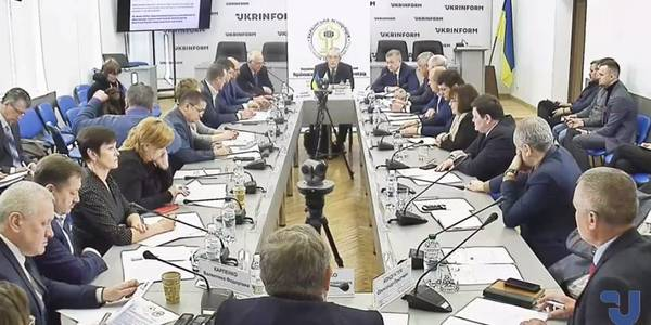 Online broadcasting of discussions of the bill on amending the Constitution in terms of decentralisation, developed by the Ukrainian Association of Rayon and Oblast Councils