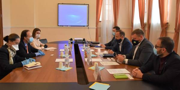 District enlargement can't prevent the hromada identity retention or exacerbate their culture and tradition development. There has been a meeting with the Ambassador of Bulgaria in the MinRegion