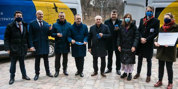 Representatives of the European Union and the Government of Ukraine handed over the keys to four mobile ASCs to Heads of hromadas