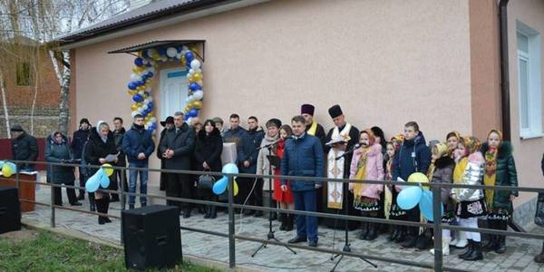 Residents of Melnytse-Podilska hromada received new outpatient clinic on St. Nicholas Day