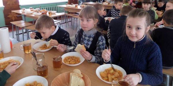 All pupils in Konoplyanska AH fully provided with hot meals for the first time in Odesa Oblast