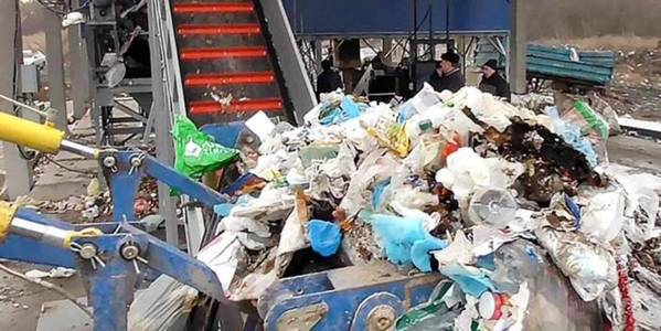 How is garbage problem being solved in Ukraine?