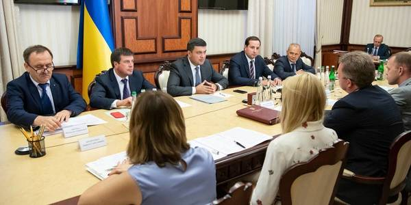 There is no direct statutory ban on holding elections in amalgamated hromadas, claims Prime Minister