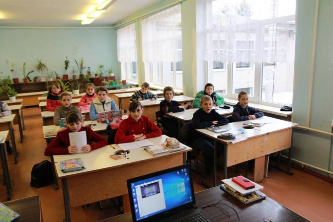 Energy-saving windows being installed in schools of amalgamated hromadas of Odesa Oblast