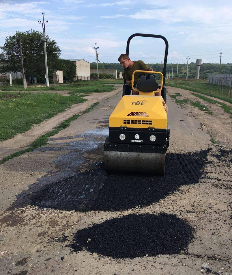 Veselynivska AH repairs roads on its own for the first time