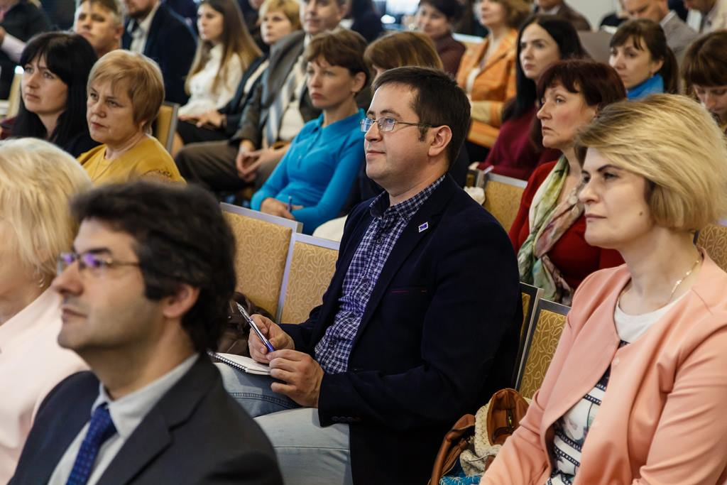 Who is eligible to participate in last selection round for hromadas wishing to establish or to modernise administrative service centres: results of information session